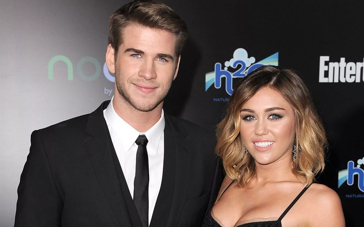 Liam Hemsworth dan Miley Cirus