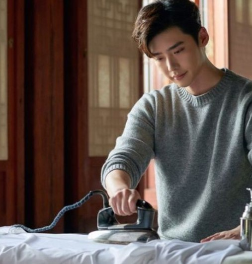 Lee Jong Suk dalam MV From Receiving Love To Giving Love